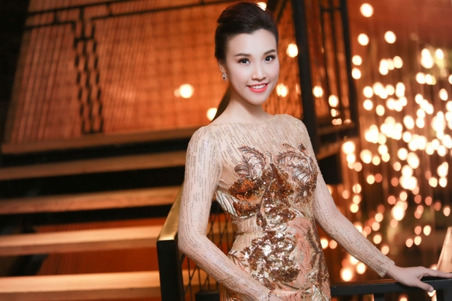 Á hậu Hoàng Oanh đeo trang sức hơn 300 triệu