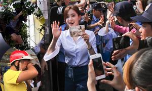 Fan Việt trèo cây, bật khóc khi gặp nhóm T-ara