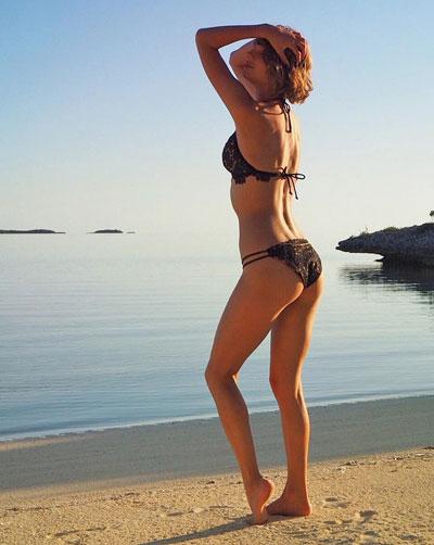 khoanh-khac-bikini-nong-bong-cua-taylor-swift-1