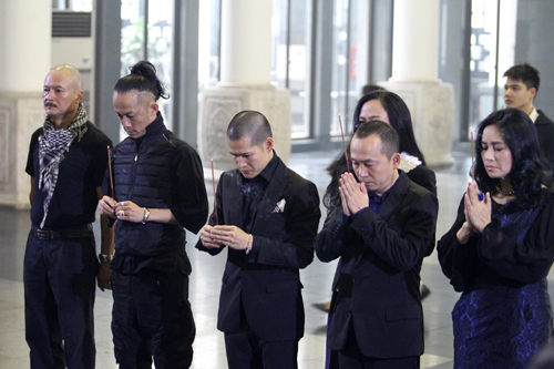 Thanh Lam, Quốc Trung đau xót trước linh cữu nhạc sĩ Thanh Tùng