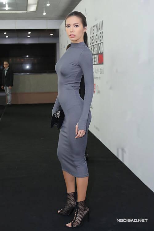 Váy áo khoe cơ thể quyến rũ của Minh Tú