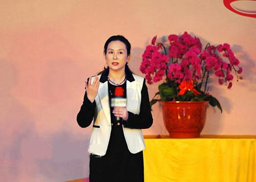 Hiện nữ diễn viên chủ yếu sống ở Hong Kong hoặc nước ngoài.