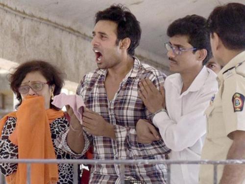 Rahul Raj Singh khi bị áp giải ngày 2/4.