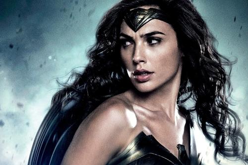 Gal Gadot với tạo hình Wonder Woman trong