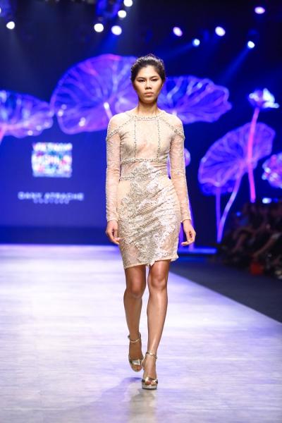 Người mẫu mở màn gây thất vọng trong show của nhà thiết kế Dany Atrache.