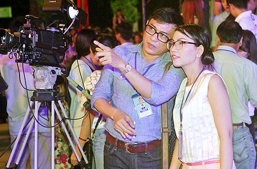lan-khue-dien-ao-dai-gam-trong-festival-hue-2016-7
