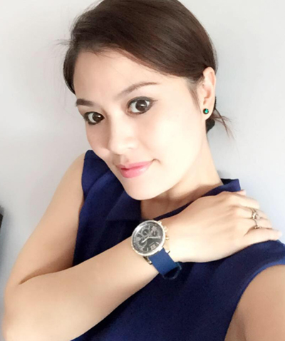 Hoa Thúy hiện là diễn viên Nhà hát Tuổi trẻ. Cô còn nổi tiếng với vai Hiền trong loạt phim