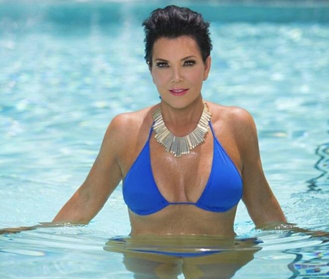 Những khoảnh khắc diện bikini nóng bỏng của nhà Kardashian