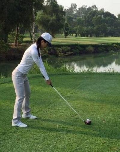 Ngoài thời gian làm việc trên bầu trời, cô thường chơi golf mỗi khi rảnh rỗi.