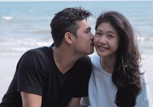 Cả hai ngập tràn hạnh phúc khi ở bên nhau. Công khai tình cảm từ tháng 9/2014, họ quyết định tiến tới đám cưới nhưng vẫn muống giữ bí mật về ngày trọng đại.
