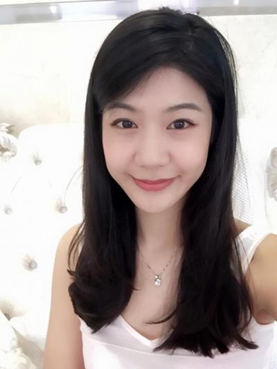 Khi để mặt mộc, vợ tương lai của Trương Thế Vinh vẫn rất xinh đẹp.