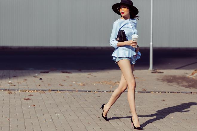 Á hậu Lệ Hằng khoe chân thon với quần short