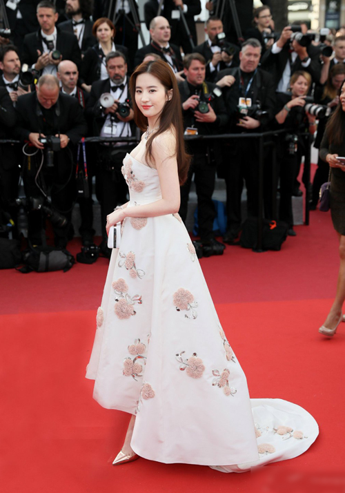 Lưu Diệc Phi được đầu tư thế nào để lên thảm đỏ Cannes