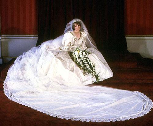 10 mẫu váy cưới xấu của các mỹ nhân nổi tiếng thế giới