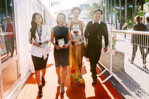 Angela Phương Trinh và Thanh Thúycó buổi làm việc đầu tiên trong chuỗi hoạt động ở Liên hoan phim Cannes