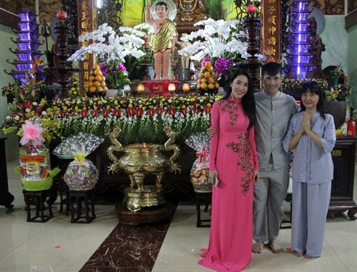 cong-vinh-mac-ao-lam-cung-thuy-tien-du-le-phat-dan