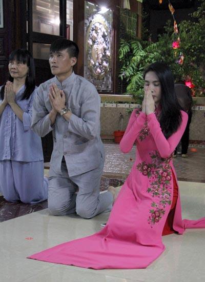 cong-vinh-mac-ao-lam-cung-thuy-tien-du-le-phat-dan-3