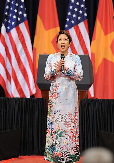 Mỹ Linh: 'Tôi hát bằng cả trái tim chào đón Tổng thống Obama'