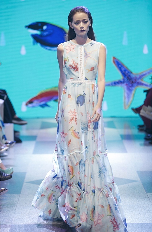 Adrian Anh Tuấn ra mắt váy áo lấy cảm hứng biển cả