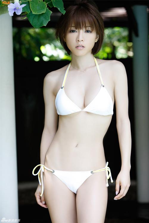 Dàn mỹ nhân Nhật diện bikini rạng rỡ trong nắng