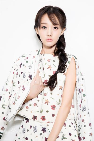 Người đẹp Lý Nhất Đồng đóng Hoàng Dung trong phiên bản 2016. Tạo hình trong phim của cô chưa được tiết lộ.