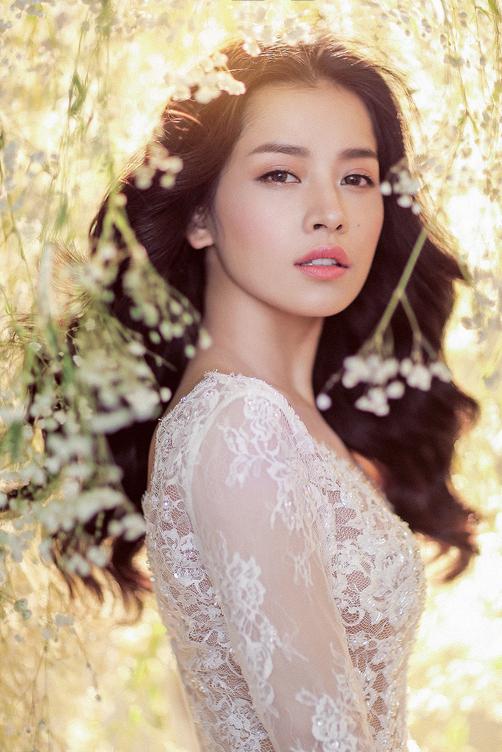 Chi Pu đẹp ngất ngây trong váy cưới ren xuyên thấu