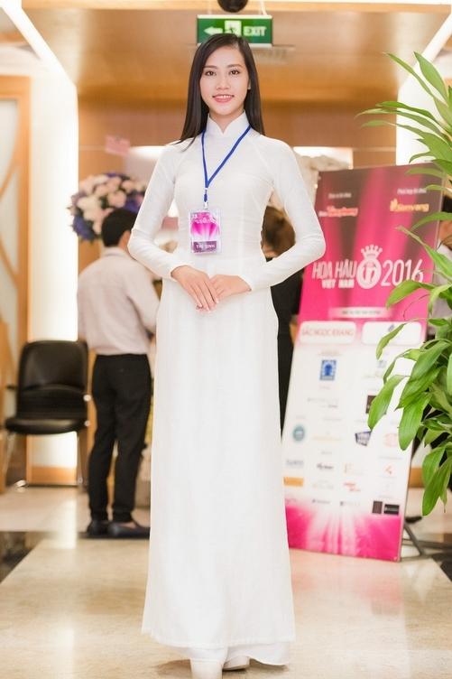 Cô gái giống Nguyễn Thị Huyền tại sơ khảo Hoa hậu Việt Nam