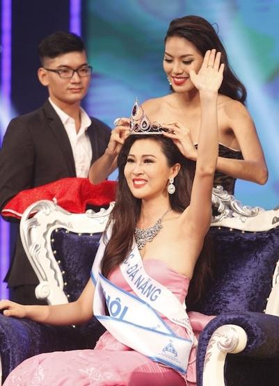 """Nhan sắc và tuổi tác của Diệu Ngọc bị cho là khá """"cứng"""" so với tiêu chí của Miss World."""