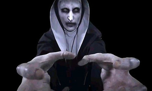 'The Conjuring 2': Gương mặt thật của ma sơ Valak