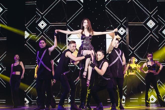 Ngọc Trinh mặc và nhảy sexy ở 'Đêm hội chân dài'