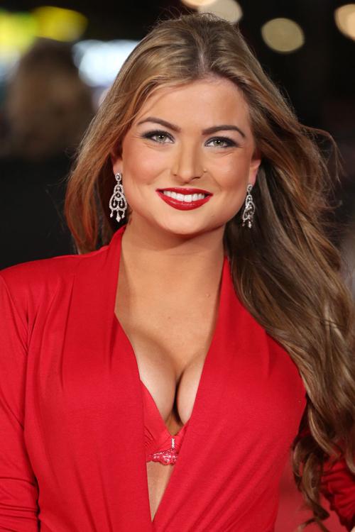 Vẻ đẹp nóng bỏng của Hoa hậu mất ngôi vì sex trên truyền hình