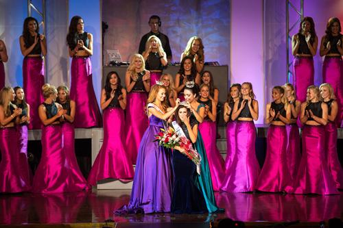 Cô gái đồng tính đăng quang Hoa hậu Missouri