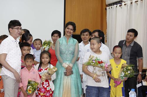 hai trường hợp bệnh nhi đầu tiên được chọn để điều trị đó là hai trường hợp mắc bệnh tim, bé Nguyễn Thị Khánh Ngọc, 3 tuổi quê ở Ba Tri, Bến Tre, và bé thứ hai là Hồ Thị Dương Ngọc, 6 tuổi quê ở Đồng Tháp.