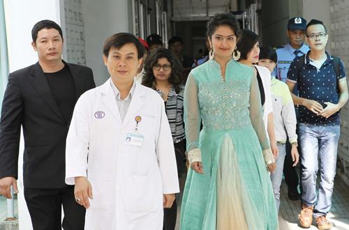 Ngày 25/6, Sáng nay, 25/6 Ngôi sao nổi tiếng của kinh đô điện ảnh Bollywood Avika Gor nữ diễn viên chính đang chinh phục khán giả Việt qua bộ phim cuộc chiến những nàng dâu trên Echannel, đã đến bệnh viện Chợ Rẫy để thăm hỏi và tặng quà cho các bệnh nhi nghèo có hoàn cảnh khó khăn.