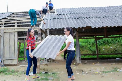 dieu-ngoc-cung-nguyen-thi-loan-don-truong-hoc-cho-tre-vung-cao