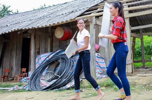 dieu-ngoc-cung-nguyen-thi-loan-don-truong-hoc-cho-tre-vung-cao-1