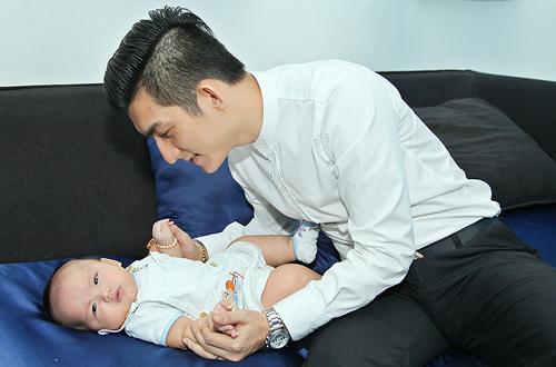 Phi Thanh Vân mua bảo hiểm giá trị 10 tỷ cho con trai