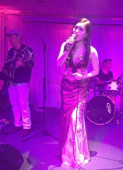Yến Vy chuyên tâm hoạt động ca hát ở Mỹ.