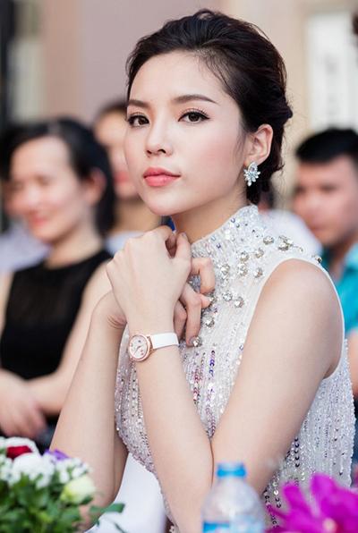 Hoa hậu Kỳ Duyên thuê luật sư bảo vệ danh dự sau scandal hút thuốc