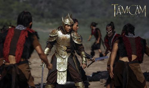 thai-tu-isaac-mac-giap-cuoi-ngua-mua-kiem-tren-phim-truong-1