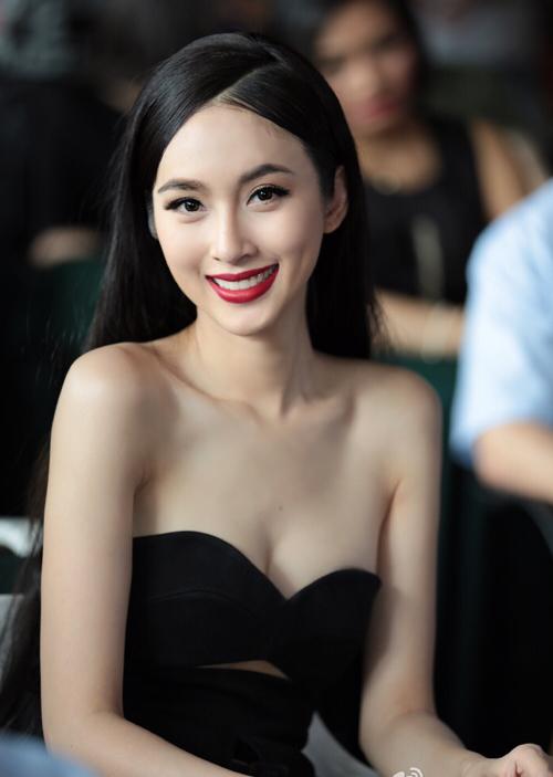 Hoa hậu chuyển giới đẹp nhất Thái Lan khoe dáng với váy ôm