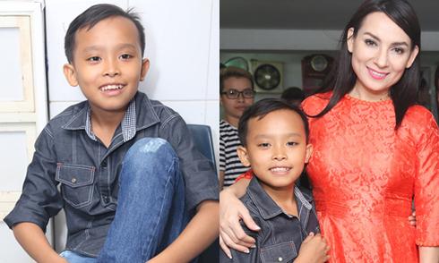 Hồ Văn Cường đi xem mẹ nuôi Phi Nhung hát