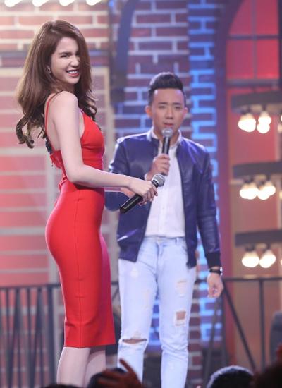 ngoc-trinh-lan-dau-lam-binh-luan-vien-gameshow-4