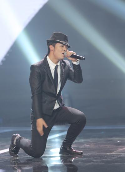bé Châu Nguyễn Huy với nhạc phẩm Tình Phai trong phong cách của huyền thoại nhạc Pop Michael Jackson.