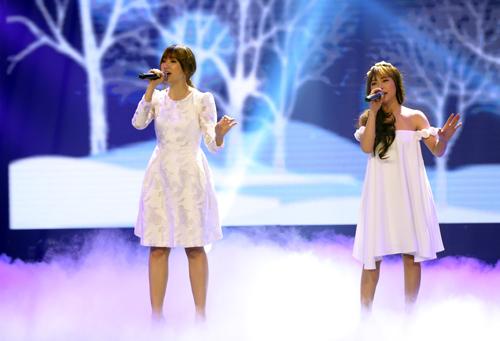 Hari Won cũng sẽ lần đầu diễn live bản hit đình đám Anh cứ đi đi cùng cô gái hát rong Thu Hoà - thí sinh dừng bước tại vòng bán kết.