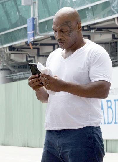 Mike Tyson đã đến Việt Nam, giữ kín lịch hoạt động