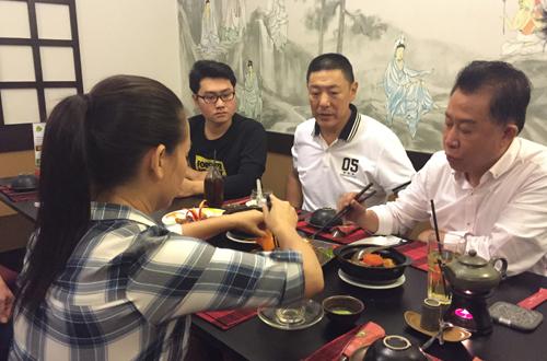 yan-can-cook-tham-nha-hang-chay-cua-phi-nhung-3