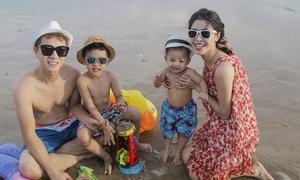 Đăng Khôi đưa vợ con đi chơi biển