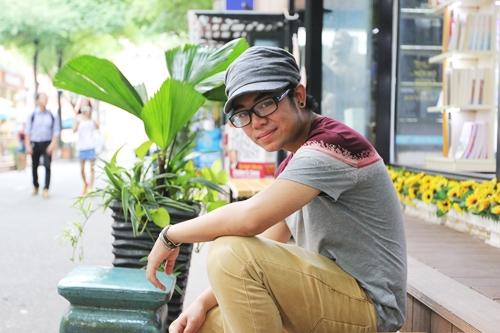 Tự nhận thua kém nhiều ca sĩ trẻ về ngoại hình, Bé Châu đang từng bước tìm hướng đi mới.