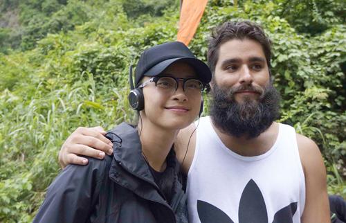 Jordan Vogt- Roberts ghé thăm Ngô Thanh Vân khi cô đang quay ở Ninh Bình.